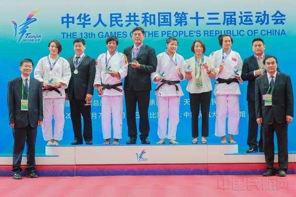 8月9日,天津队学生,中国民航女子大学陈飞(二排左三)可以队员-70公斤阴虱去除后多久获得图片